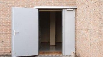 Puertas-batientes-antirrobo