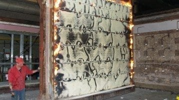 Puertas-resistentes-a-los-incendios-puerta-de-incendios-durante-la-prueba